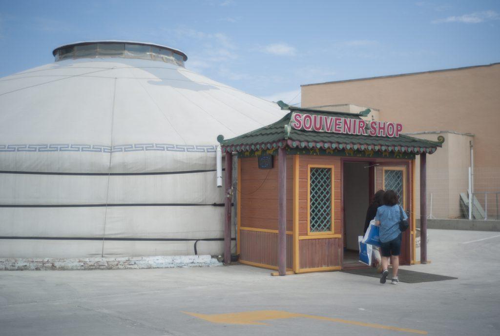 ゲルスタイルのお土産物屋。