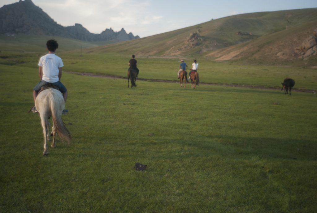 この大草原を馬で往く喜びは特大。